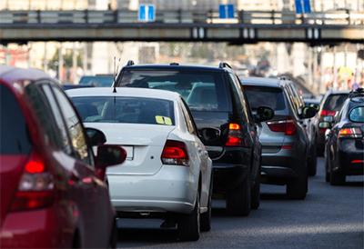 出発日・出発時間による渋滞予測を確認し、 少し時間をずらしての出発・帰宅はいかがでしょうか。